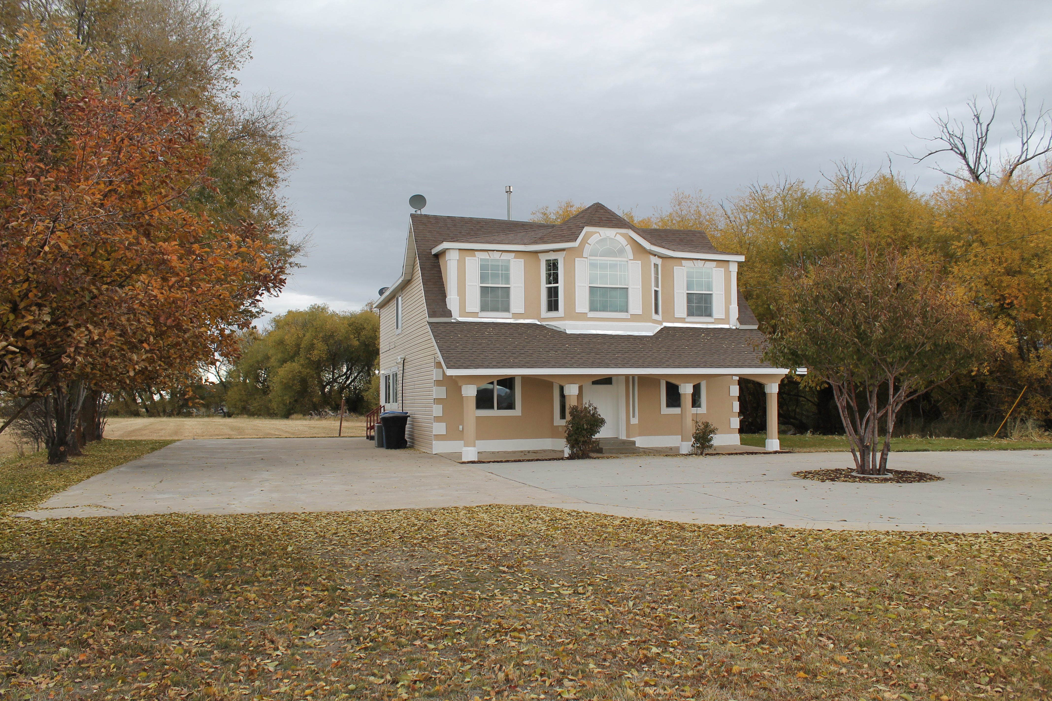 Wellsville 6 Bedrooms, 3 Baths, 2 Kitchens Updated House!