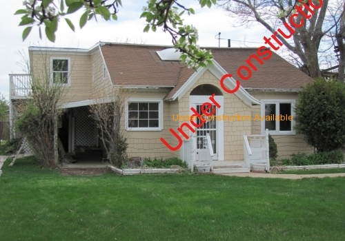 Handyman Special! Large 3,600 Square Ft Duplex